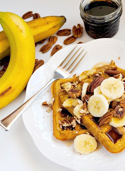 Banana nut waffles | www.you-made-that.com