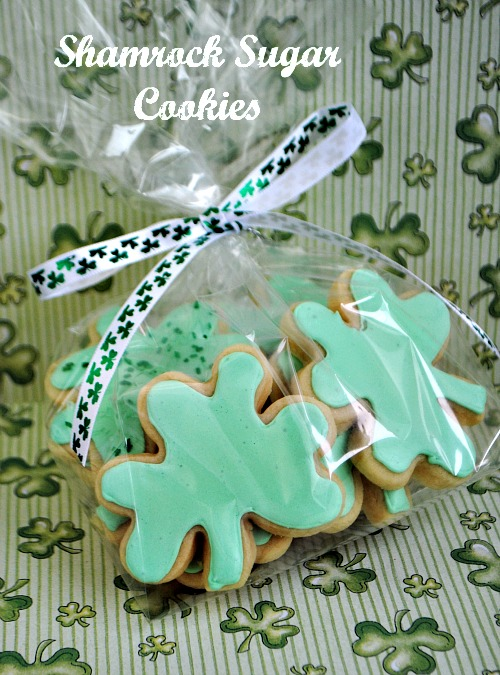 Shamrock sugar cookies @www.you-made-that.com