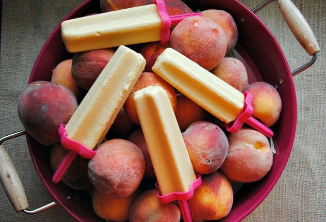 Peaches n cream popsicles | www.you-made-that.com