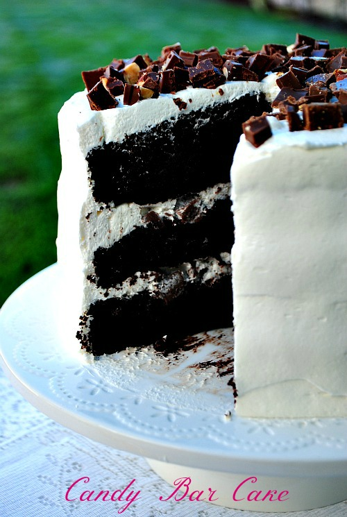 Candy bar cake | by: you-made-that.com