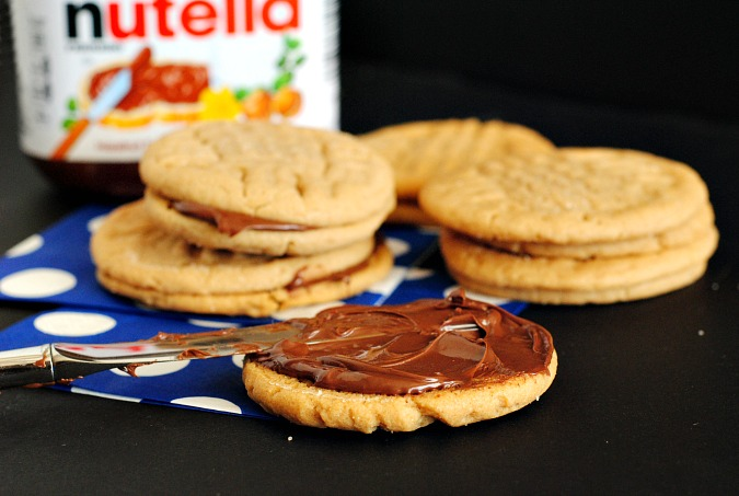 Peanut butter & Nutella sandwich cookies | you-made-that.com