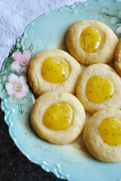 Lemon poppyseed curd  thumbprint cookies  | you-made-that.com