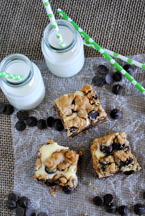 Peanut butter chocolate chip cookie cheesecake bars | you-made-that.com