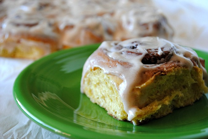 Pumpkin cinnamon rolls with cream cheese icing |you-made-that.com