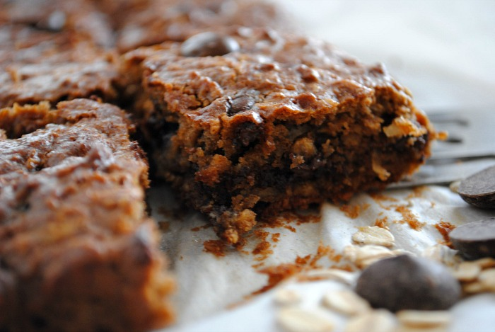 healthy almond butter oatmeal chocolate chip bars